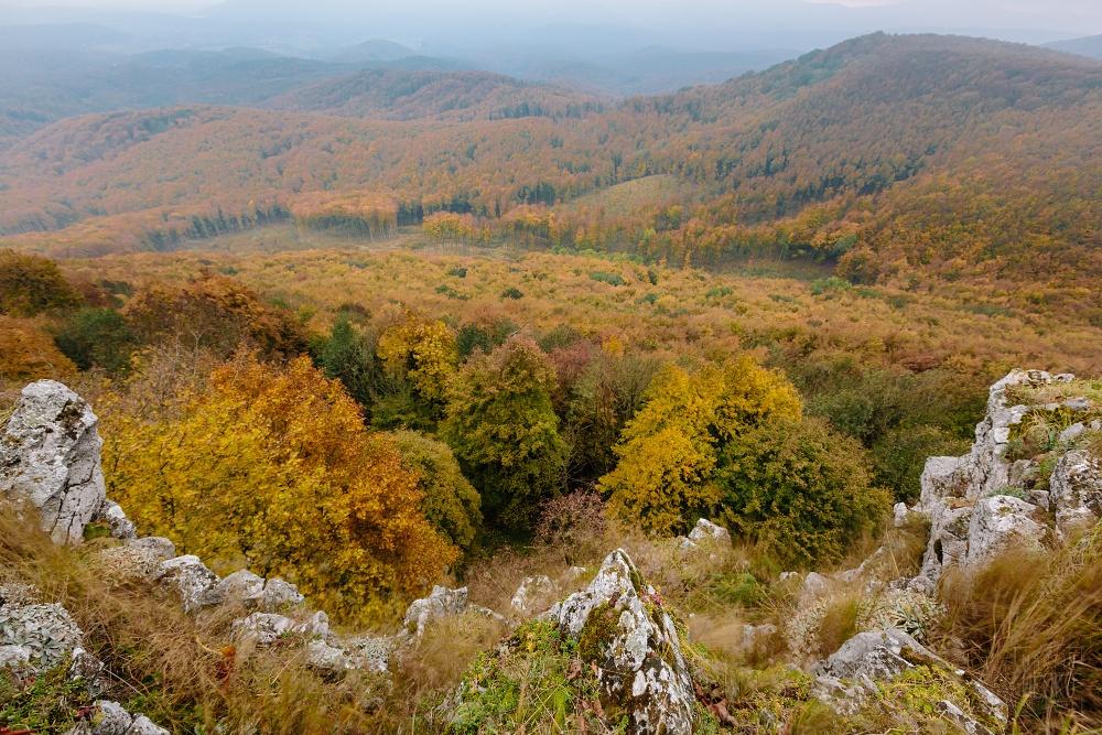 Zahmlený výhľad z Čiernej skaly